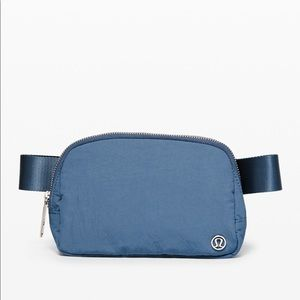 Lululemon everywhere Belt Bag in Code Blue